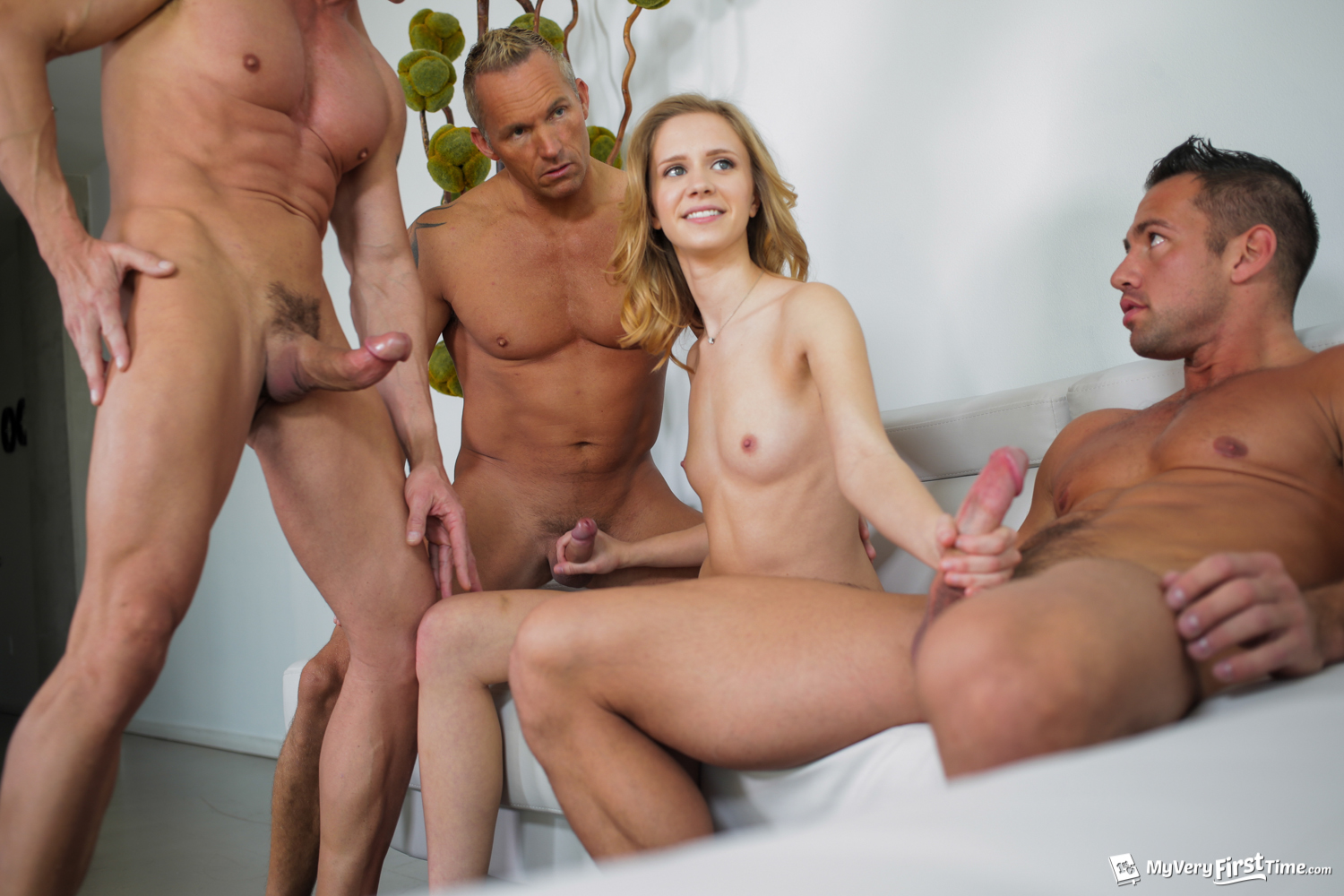 Rachel James In Her First Gangbang - 4K Free Porn-4434