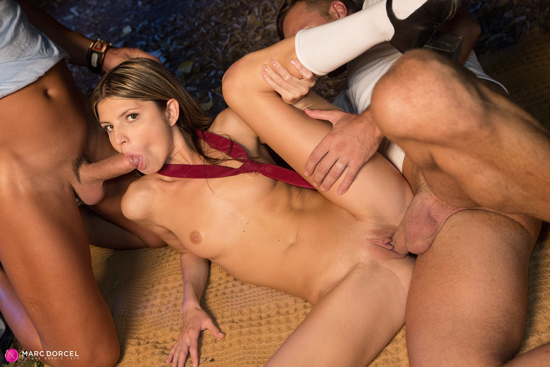 student threesome porn