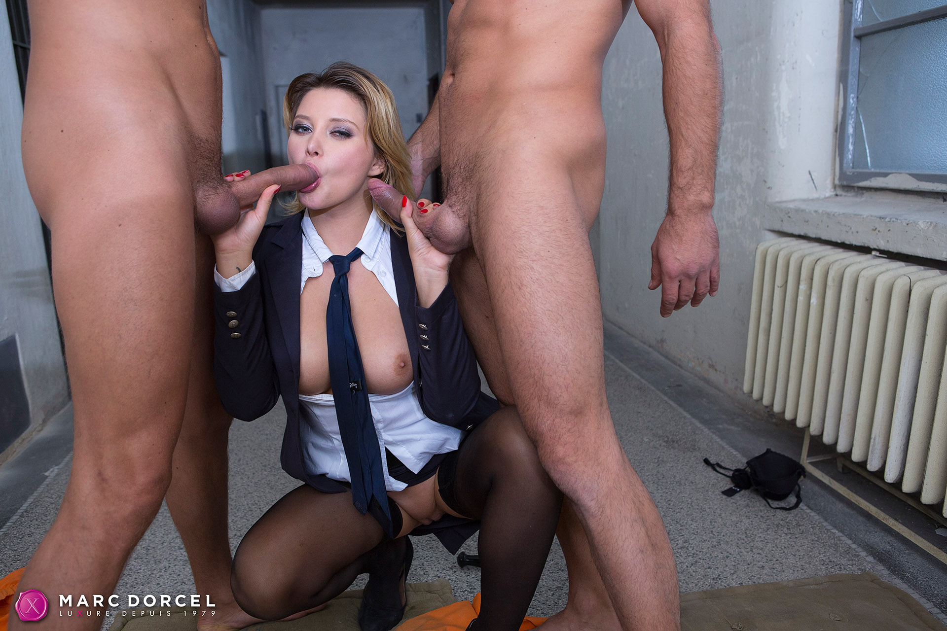Anna Polina In Two Big Dicks For A Warden - 4K Free Porn-5850