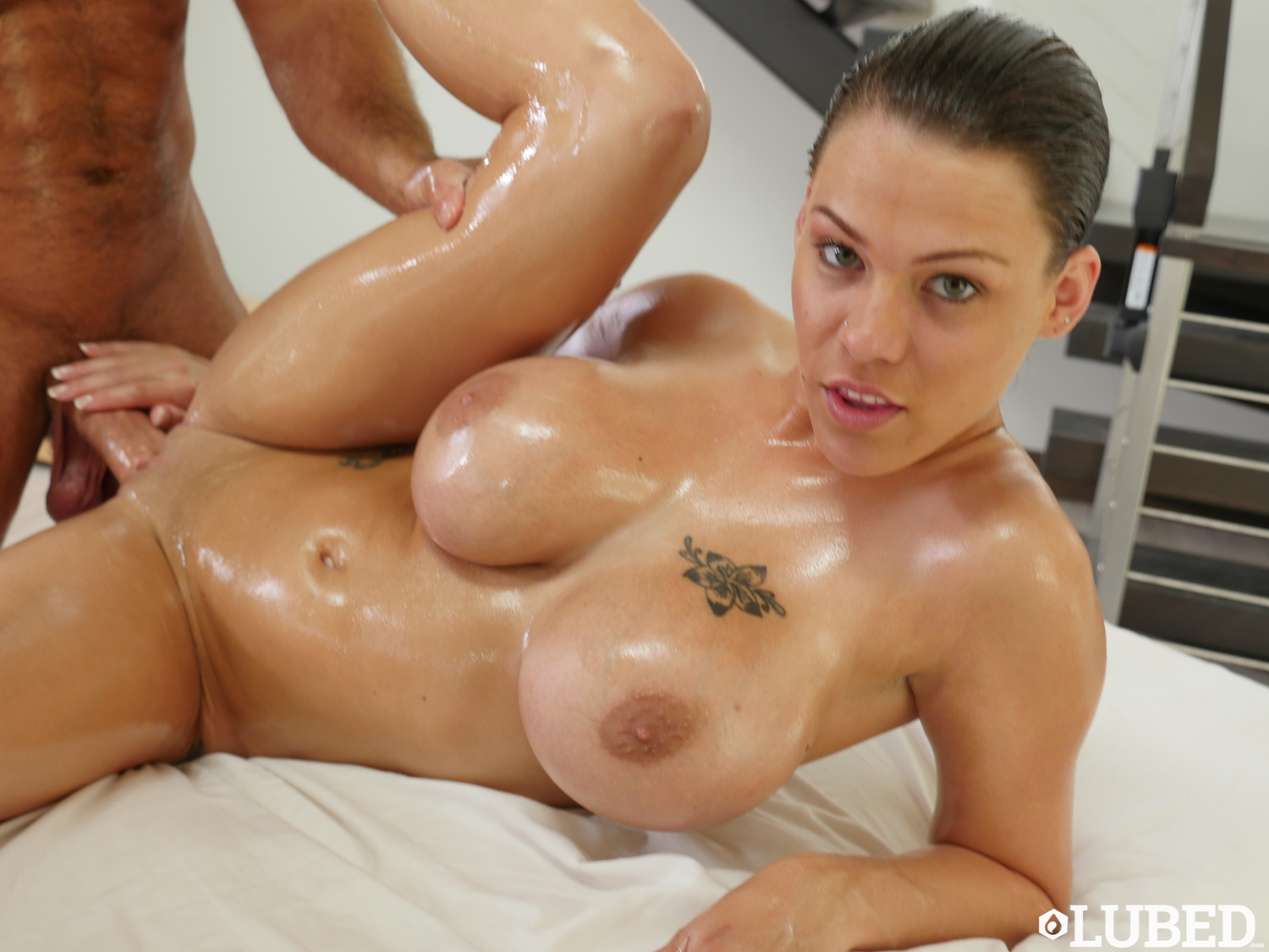 sexy oiled girls
